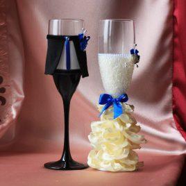 Свадебные бокалы Жених и невеста в пышном платье