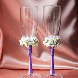 Свадебные бокалы Два букета на сиреневой ножке