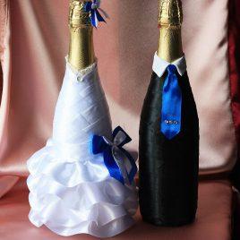 Одежда на бутылки С синим бантиком