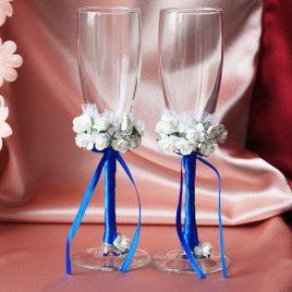 Свадебные бокалы Два букета на синей ножке