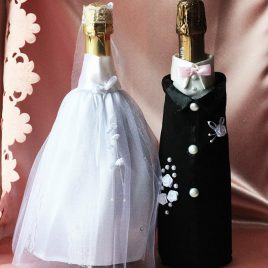Одежда на бутылки съемная Жених и невеста с розовым