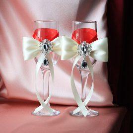 Свадебные бокалы Айвори на красном с брошью