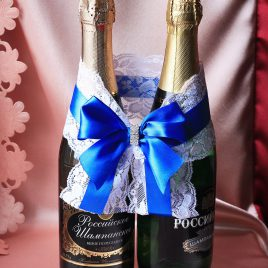 Украшение на бутылки Кружево с синим бантом