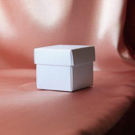 Бонбоньерка коробочка белая