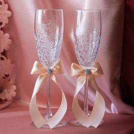 Свадебные бокалы красивая пара белая с персиком и подписью
