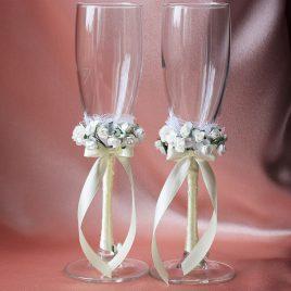 Свадебные бокалы Два букета на айвори ножке