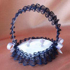 Подушечка для колец в виде корзинки синяя