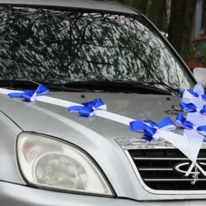 Свадебная лента на капот автомобиля №2 Бело-синяя