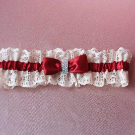 Свадебная подвязка невесты Азарт бордо на айвори