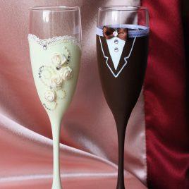 Свадебные бокалы Невеста и жених айвори с шоколадом