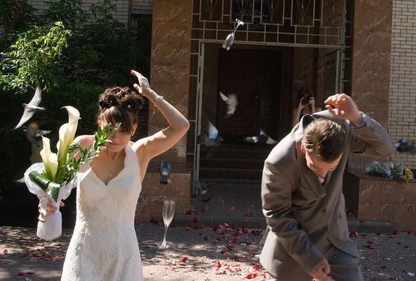 Традиция разбивания свадебных бокалов
