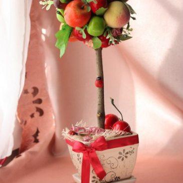Дерево фруктовое с вишней