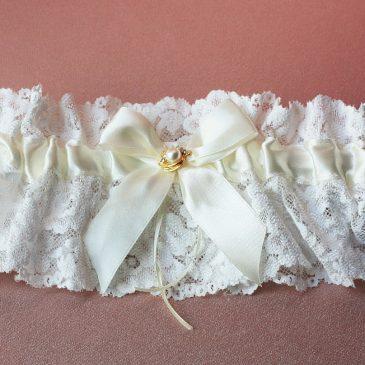 Подвязка невесты «Нежное кружево с брошкой»