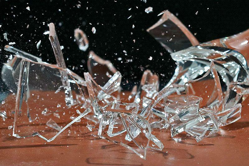 Разбивать бокалы на свадьбе