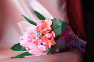 Тюльпаны в кулечке с конфетами ( 5 тюльпанов )