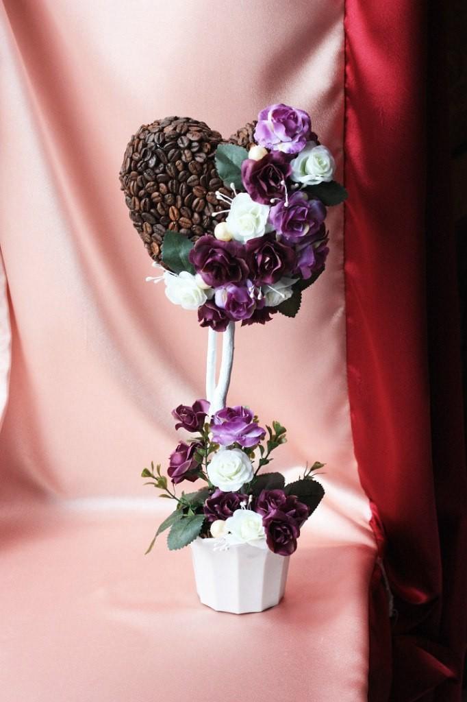 Топиарий Кофейное сердце с цветами