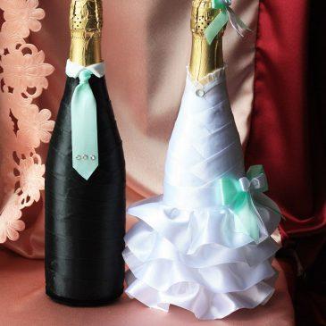 Свадебный наряд для бутылок с бирюзовым бантиком