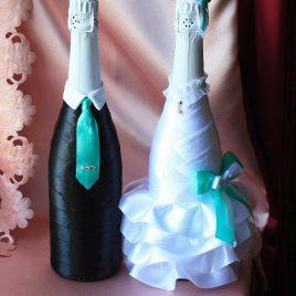 Свадебный наряд для бутылок с бирюзовым бантиком 2