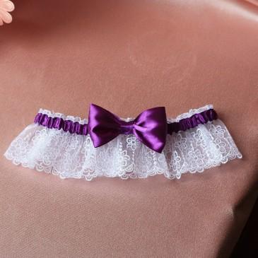 Свадебная подвязка Белая с фиолетовым бантиком