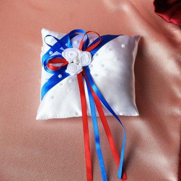 Подушка для колец Три цветка с красным
