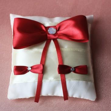 Подушка для колец Бордо на айвори