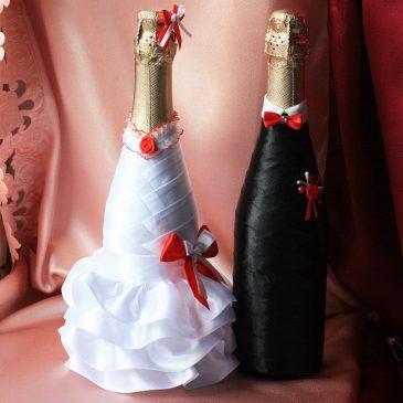 Свадебная одежда на бутылки С красным бантиком и бабочкой