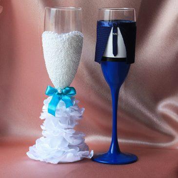 Свадебные бокалы Жених и невеста в пышном белом платье с бирюзой без бутоньерок