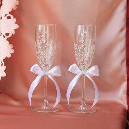 Свадебные бокалы красивая пара белая