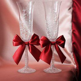 Свадебные бокалы Дуэт Люкс белый с бордовыми бантиками