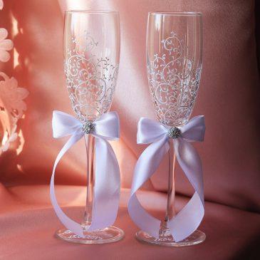 Свадебные бокалы красивая пара белая с подписью
