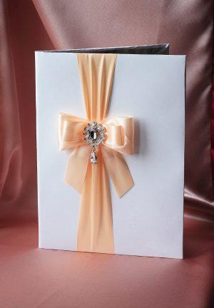 Папка для свидетельства о браке Эффект персик с брошкой