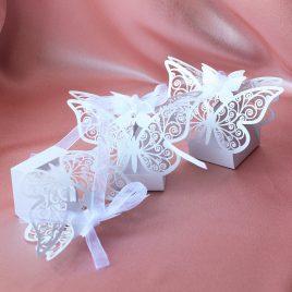 Бонбоньерка бабочка белая резная