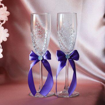Свадебные бокалы красивая пара белая с сиренью и подписью