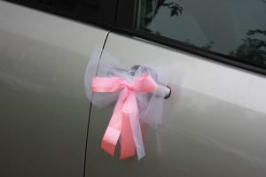 Бант на свадебную машину розовый