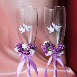 Свадебные бокалы бело-сиреневые с голубями