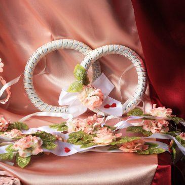 Лента с кольцами и цветами