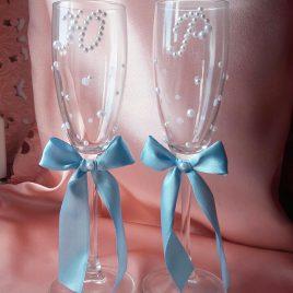 Свадебные бокалы Бусинки и инициалы с голубым №10