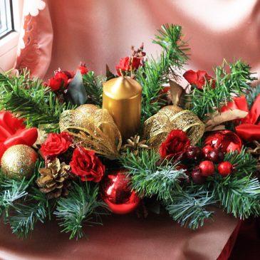 Новогодняя композиция на стол золото с красным