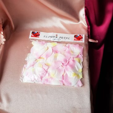 Лепестки роз, розово-белые №24