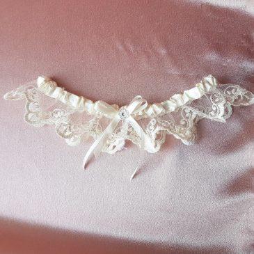 Свадебная подвязка для невесты айвори №21