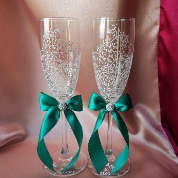 Свадебные бокалы красивая пара белая и изумруд с подписью №47