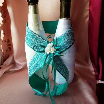 Украшение на бутылки Кружево с изумрудом №42